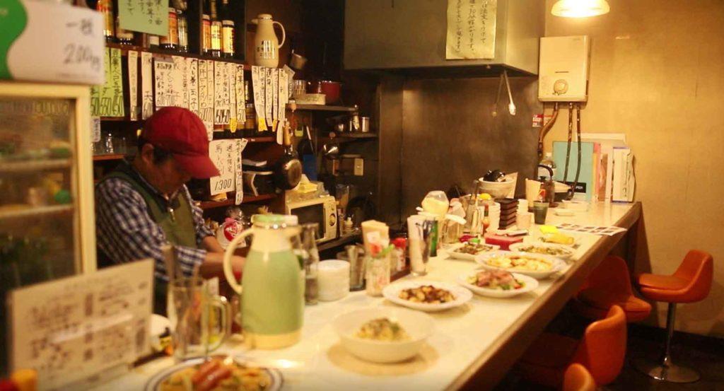 foods bar wakaのカウンター